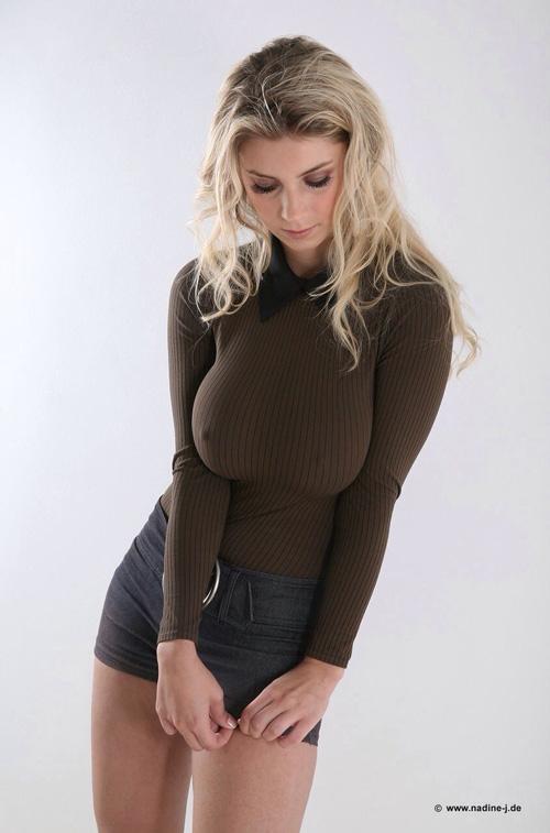【画像】セーターを着た巨乳女がエチエチすぎ!!!!