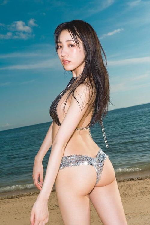 NMB48横野すみれのTバックがエロ過ぎる!めっちゃ美尻だった!