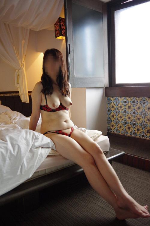 熟女のおっぱいを輝かせるカップレスブラというセクシー下着 画像27枚