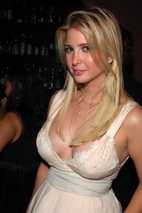 【画像】トランプの爆乳娘、ブラをつけ忘れて乳首が浮き出てしまうw?w?w?w?w
