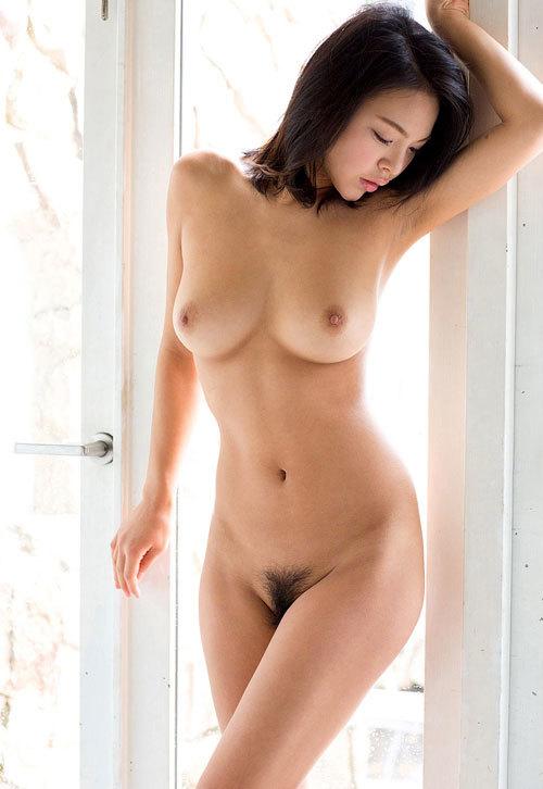 全裸女子の丸出しのおっぱいとマン毛に釘付け28