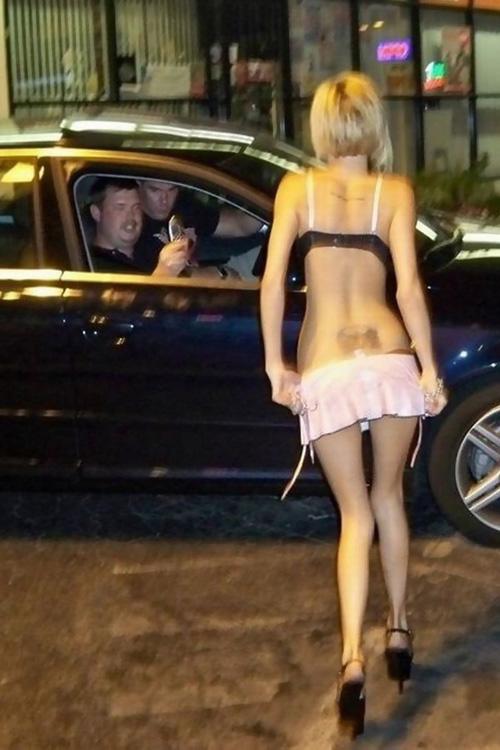 【画像】ロシアの路上で1万円で買える女さん、エッチすぎるwww