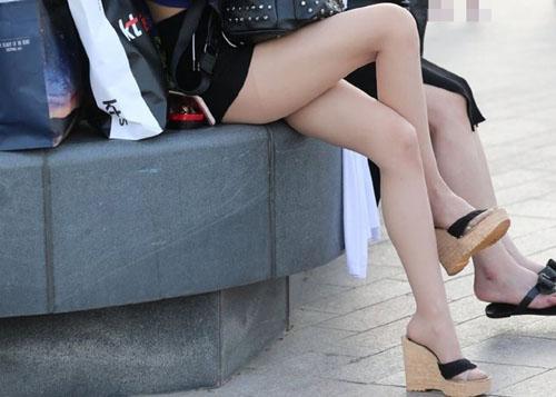 【美脚エロ画像】極寒の季節に見れば気持ち暖まる?夏の街撮り美脚