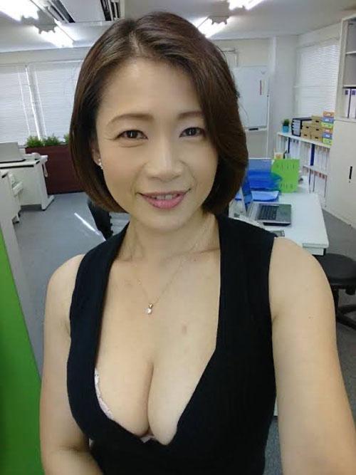 【悲報】AV女優さん(48)、もう完全にその辺にいるババア