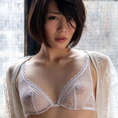 おっぱいが透けて乳首や乳輪まで見えてる透け透けシースルーお姉さん