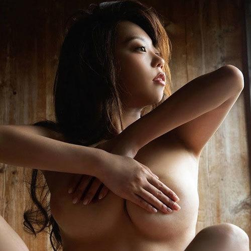 青山ひかる Iカップ柔らかおっぱいがエロすぎ!写真集『艶猫』で全裸解禁