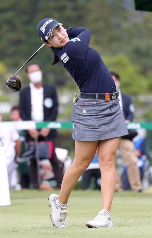女子ゴルフ・小祝さくら選手(22)の巨乳化が止まらない