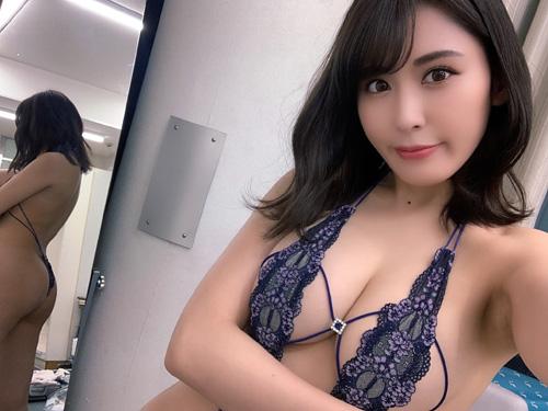金子智美31歳!エロすぎ変態水着イベント