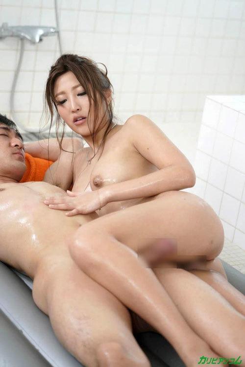 百多えみり(水川スミレ)マットで絡み合うソープ嬢のエロ画像