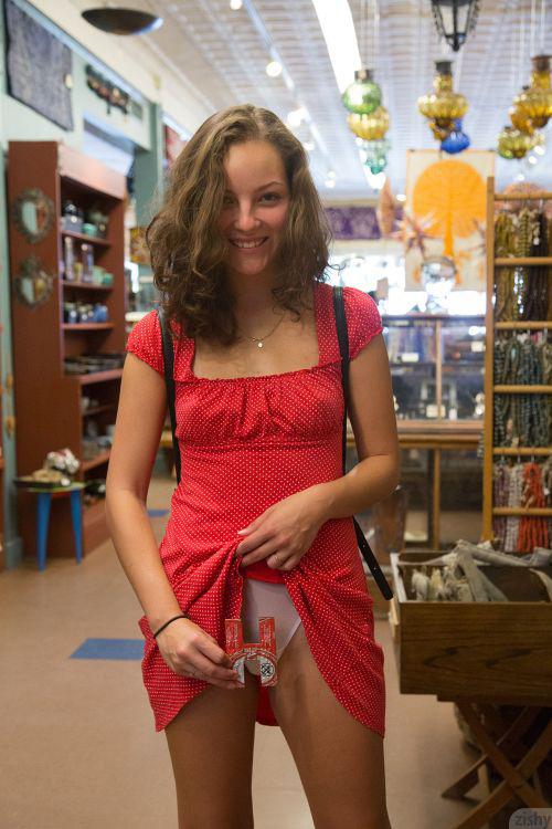 ジューススタンドや店内で野外露出を楽しむ美少女さん、コスプレグッズ売り場での乳出しを他の客に目撃されてしまうwww # 外人エロ画像