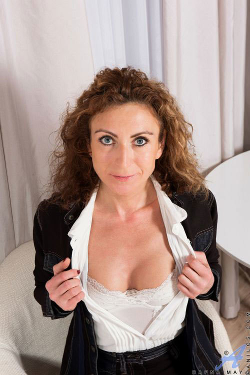 ちょっと劣化して垂れたお乳とデカ乳首がエロいアラフォー美熟女さんw意外とキレイなピンクマ○コをお持ちだったwww # 外人エロ画像と動画