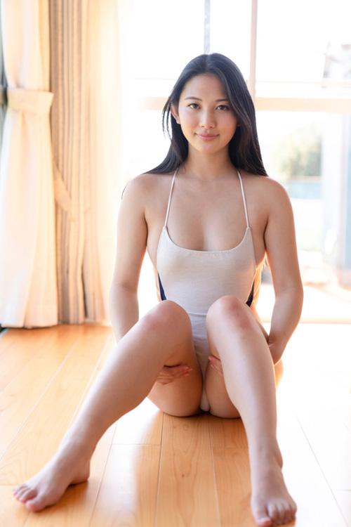 正統派美女という感じの現役女子大生 寺前風子がグラビアデビュー!