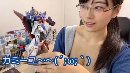 【画像】オタク女子「おっぱい出してガンプラ作った」→200万再生
