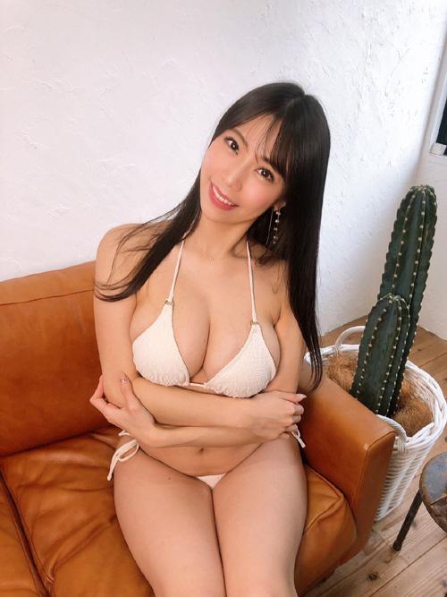 Hカップグラドル鈴木ふみ奈の常に全盛期な絶品ボディは最高だよな!