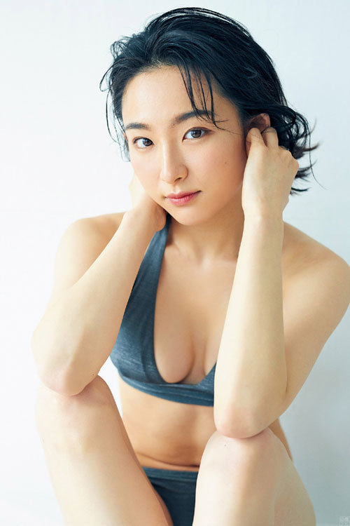 女優で現役女子大生の早乙女ゆう 2年ぶりの水着グラビア