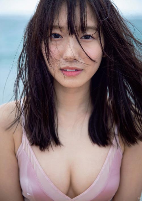 成城大学の現役女子大生でお天気キャスターの志田音々 グラビアでスレンダー美乳を開放