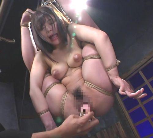 岬あずささん、達磨縛りで吊るされ拷問されてしまう。