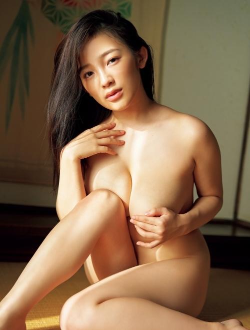 前かがみで巨乳の谷間を強調して誘惑する、グラビアアイドルのあざといおっぱい画像 Vol.22 88枚