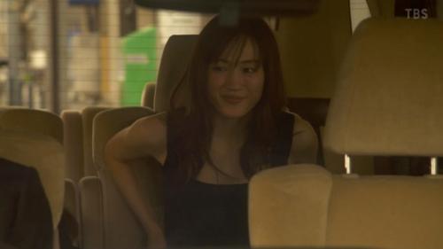 綾瀬はるか、35歳美女の車内生着替え…(※画像あり)
