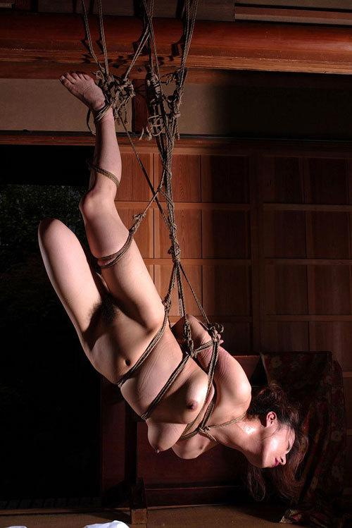 緊縛されおっぱいに縄が食い込んでる姿に興奮29