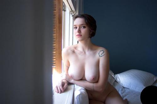 人体アートの原点!ホワイトヌードに濃厚タトゥーが美しい刺青グラビア30枚