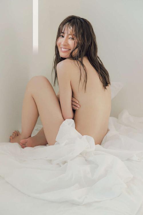 大物女優・新山千春(40)『FLASH』最新号で20年ぶりのセクシーグラビア・・・