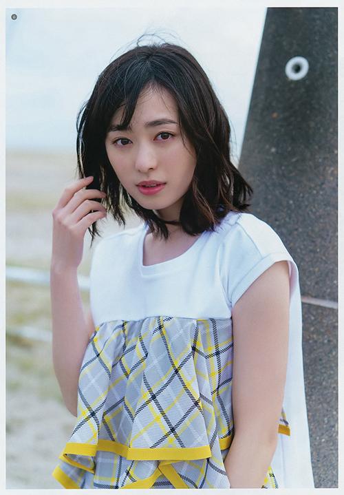 まいんちゃん、浜辺美波さんにお胸でマウントを取る!