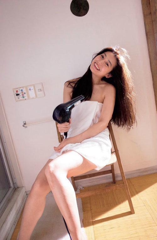 佐藤あいり 8頭身女優のヘルシーな美ボディー