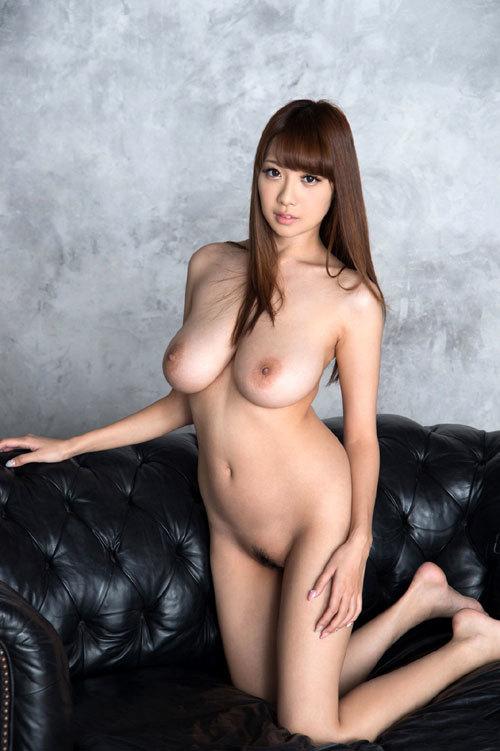 全裸でおっぱいとアンダーヘア丸出しな女の子17