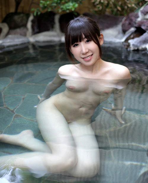 露天風呂にはいっておっぱい丸出しのお姉さん2
