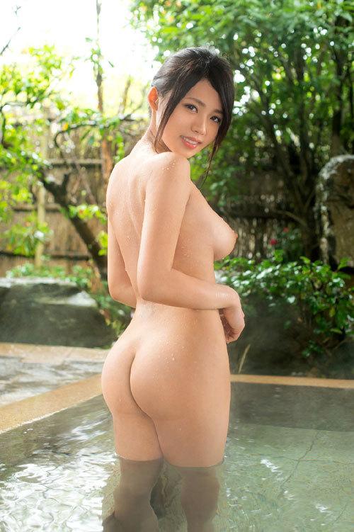 露天風呂にはいっておっぱい丸出しのお姉さん3