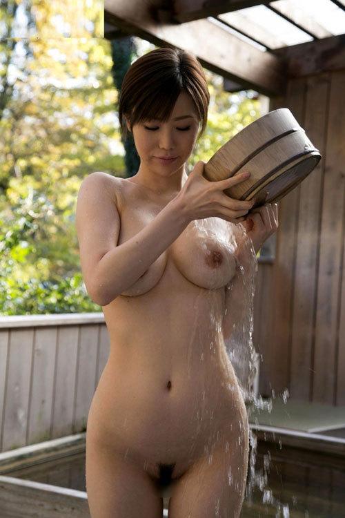 露天風呂にはいっておっぱい丸出しのお姉さん7