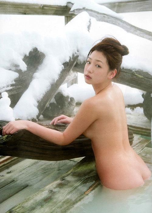 露天風呂にはいっておっぱい丸出しのお姉さん20