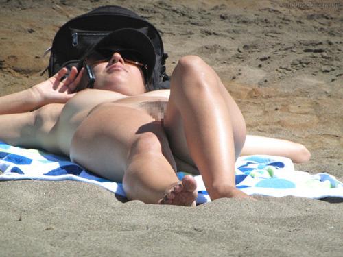 今年もこんな光景が拝めると思うと即勃起しちまうヌーディストビーチ盗撮写真28枚!