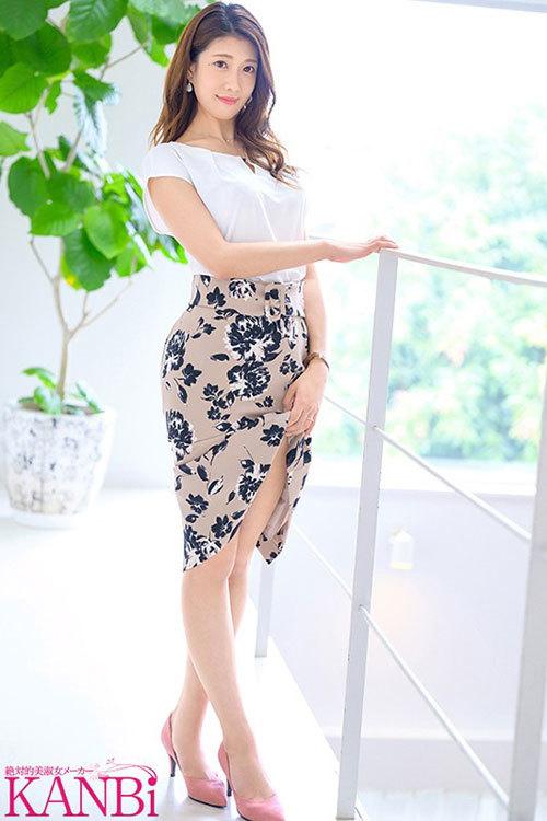 綺麗な先生は好きですかー?元音楽●校教師の人妻 有賀みなほ 32歳 KANBi専属AVデビュー!! G乳スレンダー、美脚、美巨乳、彼女の全てに釘付け…!!1