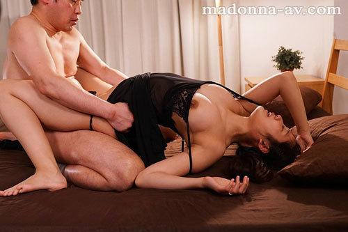 妻を密かにネトラセて… ~寝取られ願望の夫が仕組んだ中出し不倫性交~ 神宮寺ナオ2
