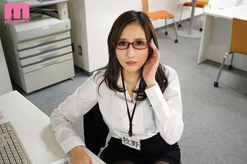超デキる人妻女上司と出張先でセックス!いつもは怖い彼女がただの女になったワケ JULIA10