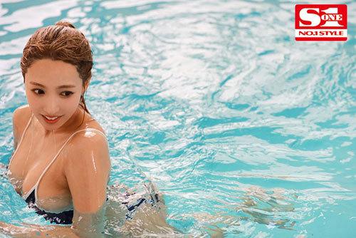 スク水巨乳の水泳部顧問は元グラビアアイドル…濡れ透ける先生の巨乳に我慢できなくて、じっとり汗だくひたすら密着交尾 三上悠亜5