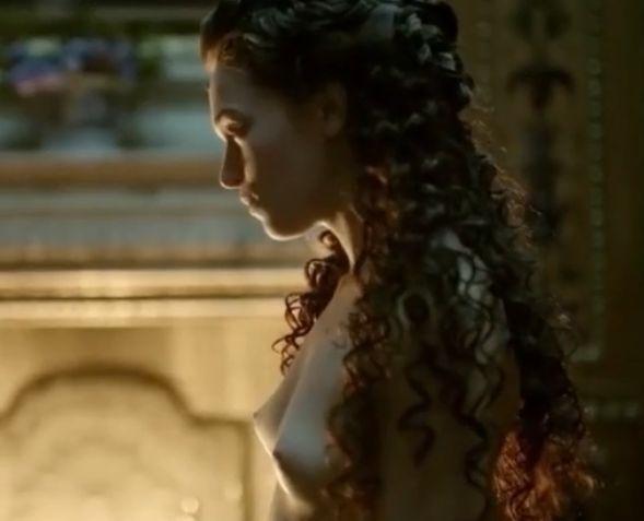 【アンナ・ブリュースター】初対面の男の前で裸体を晒した濡れ場