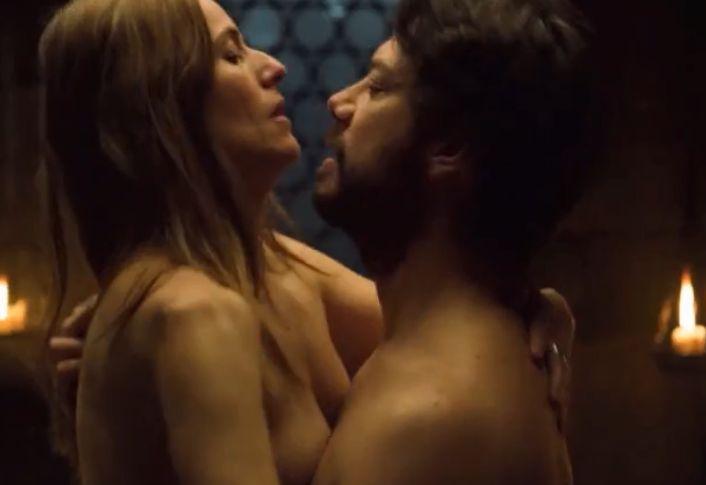 【イツィアル・イトゥーニョ】男性と向かい合った体勢で挿入する濡れ場