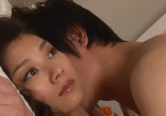 【小池栄子】男女双方が荒々しく腰を動かし始める濡れ場
