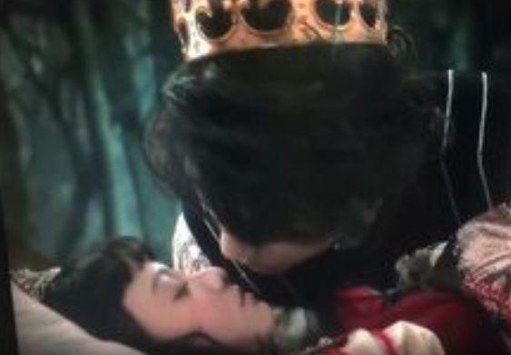 【山本舞香】王子様に唇を奪われるラブシーン