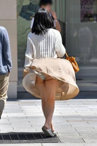 long-skirt-kaze-panchira671004.jpg