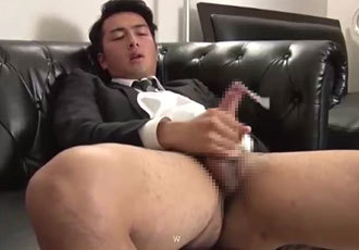 ゲイエロ動画:スーツ姿の正統派イケメンがローションも使ってエローい腰振りオナニー!!