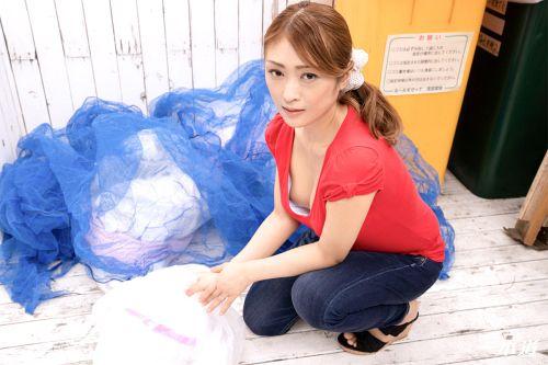 工藤れいか - 朝ゴミ出しする近所の遊び好きノーブラ奥さん 工藤れいか 01