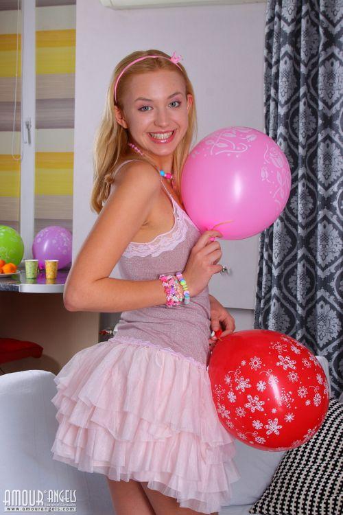 Marilyn - NAKED BIRTHDAY 02