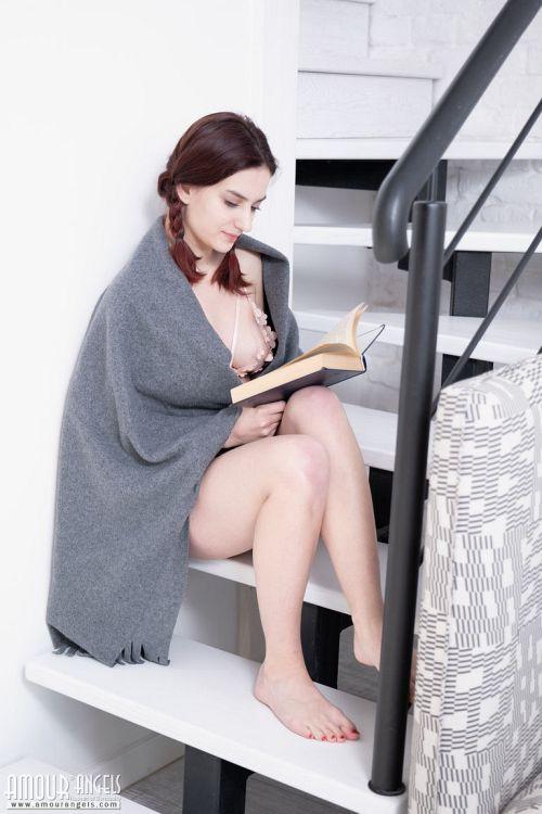 Gloria - SLOW READING 01