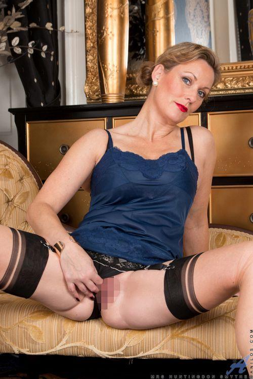 Mrs Huntingdon Smythe - SIMPLE PLEASURES 07