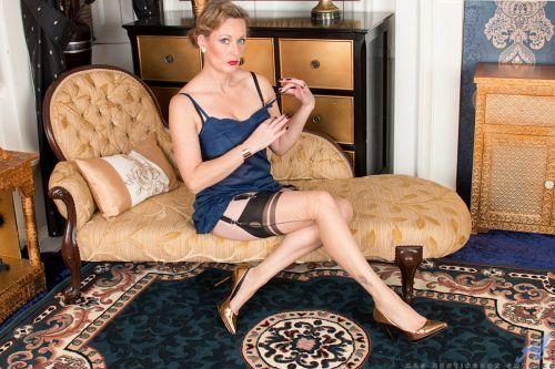 Mrs Huntingdon Smythe - SIMPLE PLEASURES 09
