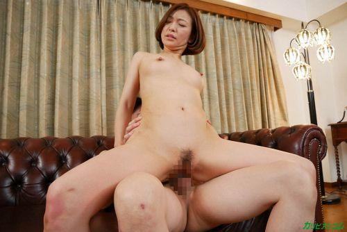 HITOMI - 美熟女教師の本当に欲しいモノ 17